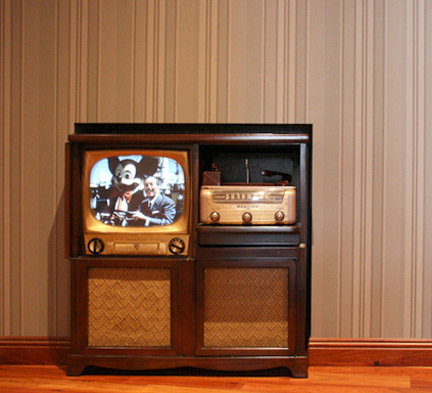 A 1950's television set in the Disney Family Museum
